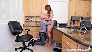 Curvy Latin babe Superstar Sofia Rose Copulates In Office