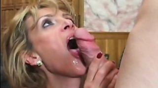 Bigtitted Cougar butt slam