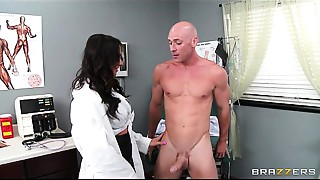 Charming doctor&#039_s assistant Destiny Dixon copulates her hung patient