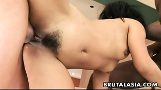 Oriental whore shares 2 beefy jocks in a three-some