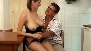 Teenie italian milk sacks job  -ragazza italiana fa spagnola allo zio  - INCESTO ITALIA