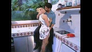 Erika Bella - L&#039_Innocenza Violata (1997) scene 3