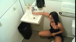Hidden livecam in throne room filming officegirl pissin