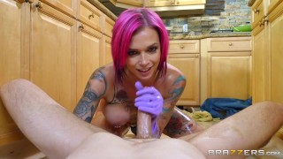 Anna Bell needs her pipes cleaned - Brazzers