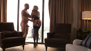 Blindfolded golden-haired cutie Jassica Drake gives a head