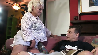 Unbelievably lewd old bitch gives hawt oral-job to her guy