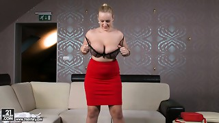 Voluptuous business lady is stripping on livecam seductively