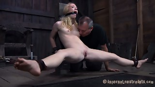 Golden-haired bitch Nicki Blue acquires screwed brutally by a sex machine