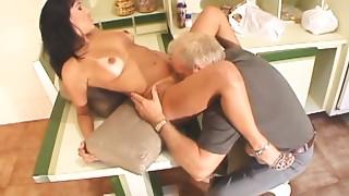 Dark brown hooker gives a oral to limber older shlong