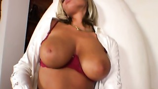 Solo angel Sheila Grant goes wild in the hall way