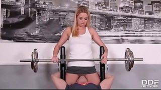 Fitness hooker Nikky Fantasy goes pantyless to Gym &amp_ receives Skull Screwed
