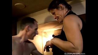 Skanky elder spunker enjoys a sticky facial ejaculation