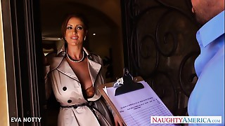 Hot Cougar Eva Notty engulf and jump penis