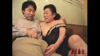 Japanese old bitch enjoying make-love