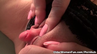 MILF Raquel's large clitoris needs attention