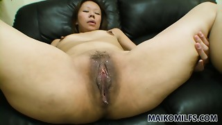 Slim jap bitch Maki Shimazaki receives her cookie eaten